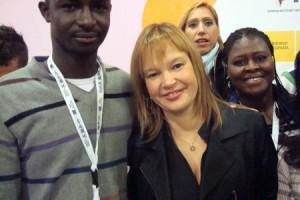 Un dels usuaris amb la Leire Pajín, ministra de Sanitat, Política Social i Igualtat.