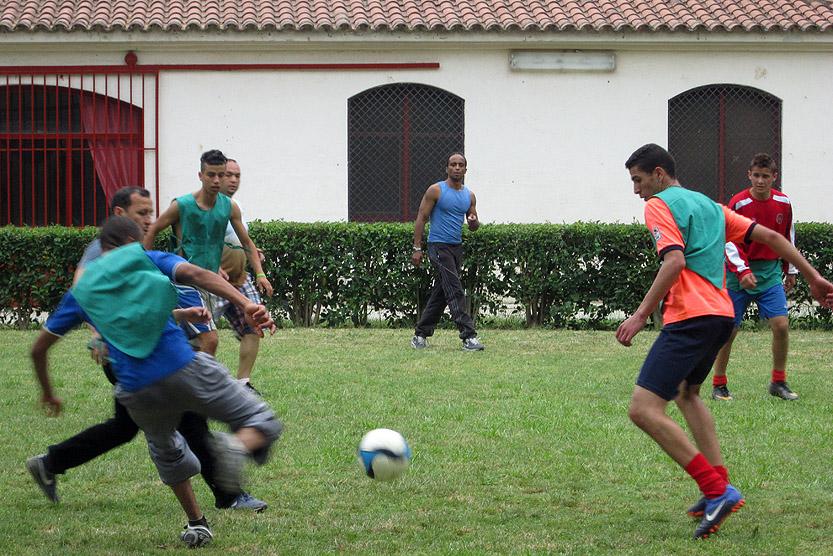 Nois jugant a futbol a El Castell de Santa Perpètua.