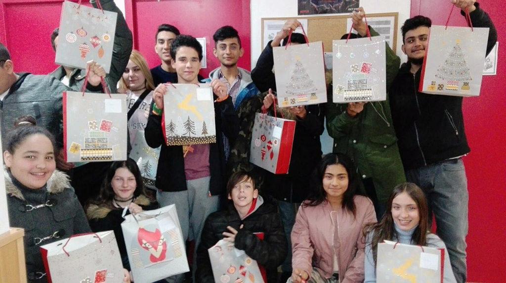solidaritat, joves, Nadal, regals
